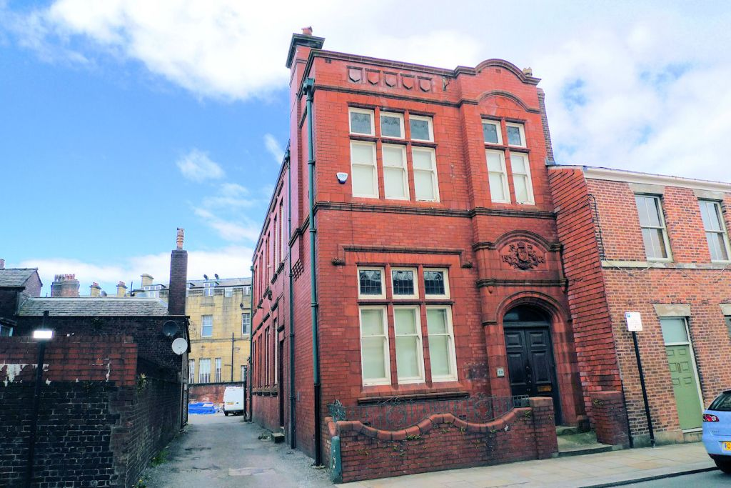 Silverwell Street, Bolton Town Centre.  LARGE OFFICE WITH PARKING